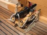 Einbau der Aufnahmen für die Kanonenrohrattrappe und das Takeln der Kanonen.